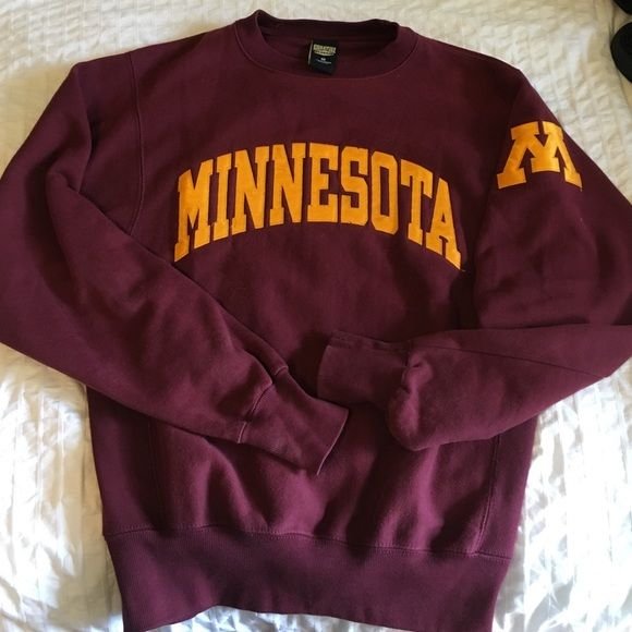〽️ University of Minnesota Sweatshirt‼️ Very good condition, size small (size fits like a large), very soft, very warm, maroon and gold, loose threading shown in third picture, hole in right end of sleeve shown in picture Tops Sweatshirts & Hoodies
