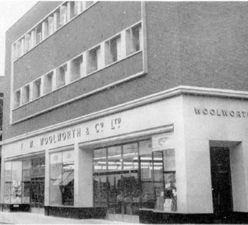 Woolworths at 51/67 Linthorpe Road, Middlesbrough (Store No. 8) which opened originally in 1911. It was progressively rebuilt in the 1950s, ...