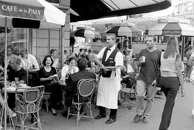 Au Cafe De La Paix