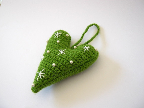 Level 7 - another great crochet heart pattern - use in any application already discussed below - or find your own ways to use these......., OH - PUT THESE ON PICS IN FLOWER ARRANGEMENTS TOO......, hearts are FUN!