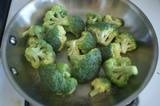 How to Steam Broccoli In a Pan: One dish, real steam, great tasting broccoli. Bring about 1/4 inch of water to a boil in a large frying pan. Add about 1/2 tsp. salt and broccoli florets. Cover and steam until as tender as you like (about 3 minutes for crisp-tender and up to 8 minutes for completely cooked, soft florets).