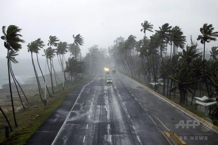 熱帯低気圧「エリカ」が接近するドミニカ共和国・サントドミンゴ Santo Domingo の海に面した通り(2015年8月28日撮影)。(c)AFP/ERIKA SANTELICES ▼29Aug2015AFP 熱帯低気圧「エリカ」、ドミニカ国で少なくとも死者12人 http://www.afpbb.com/articles/-/3058722 #Tropical_Storm_Erika_2015