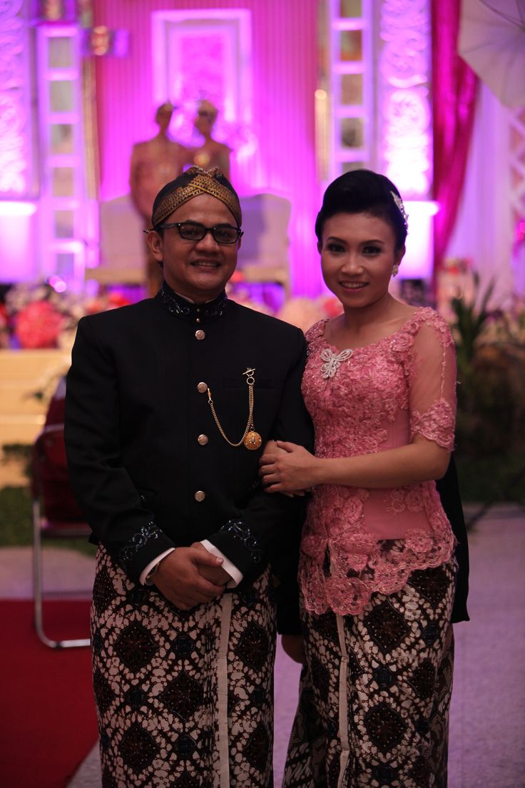 nice beskap & kebaya. perfect couple :)