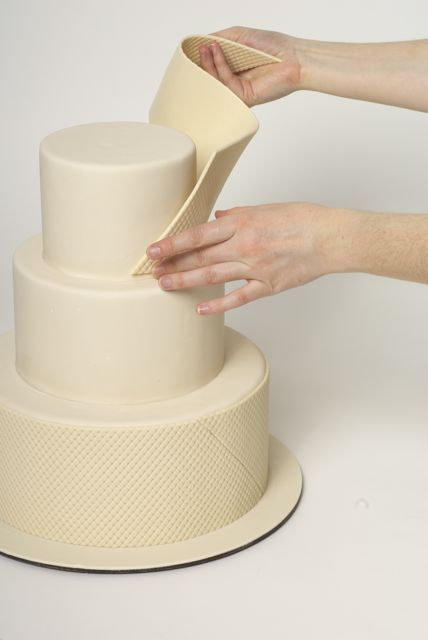 Ron Ben Isreal - How to Quilt a cake. Also a neat bow technique Great idea for quilting technique would have never thought of that!!