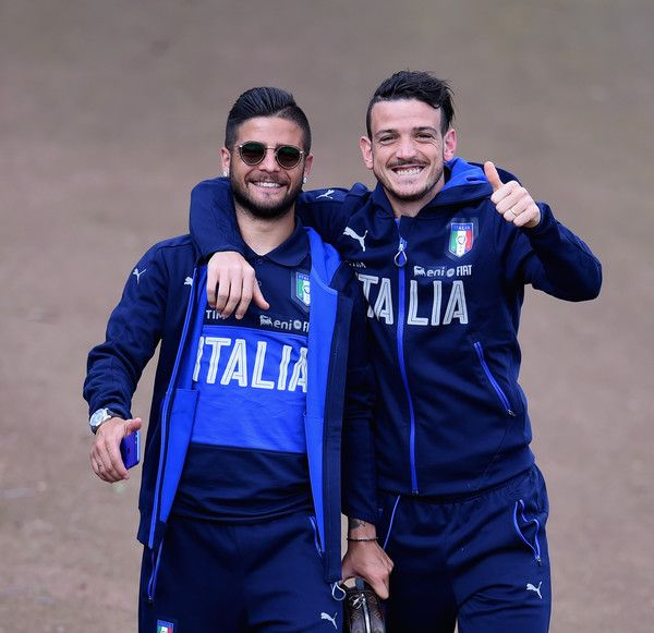 Alessandro Florenzi (R) and Lorenzo Insigne pose for a photo prior to the Italy…