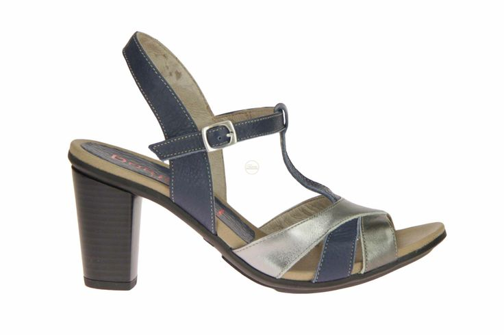 Dorking blauwe sandaal met zilver en brons over de tenen. Met een heerlijke stevige hak. #Dorking #Zomer2014 #SchoenenCaramel