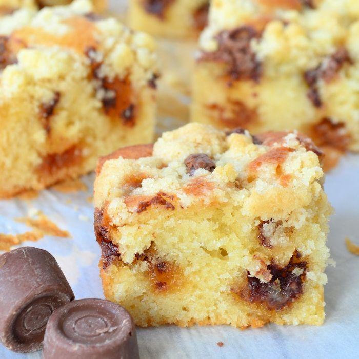 Gek op ROLO? Dan wil je deze ROLO crumble cake zeker niet missen! Een heerlijke cake met ROLO's en een knapperige koeklaag bovenop, lekkerder kan bijna niet
