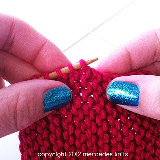 tutorial: how to pick up on garter stitch edge: Crafts Knits, Tutorials Crochet Knits, Stitches Edge, Knits Crochet, Garter Edge, Garter Stitches, Crosses Stitches, How To, Knits Beads Projects
