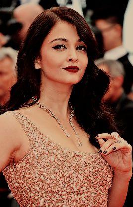 aashiqaanah: Aishwarya Rai in Elie Saab at the 2016 Cannes Film Festival on May 14, 2016
