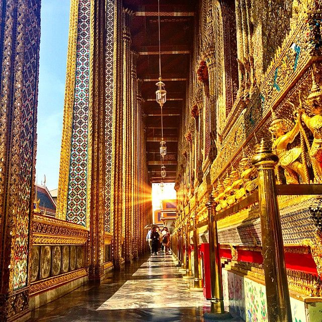 The hallways of the Grand Palace, Bangkok, Thailand www.feeltheworld.travel