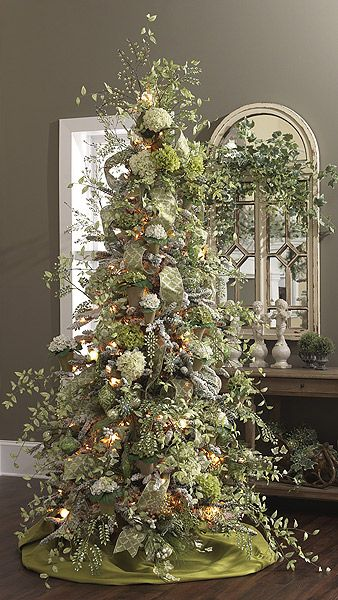 Winter Solstice: Garden-themed Yule Tree for the #Winter #Solstice. What a lovely idea for the Green Witch!