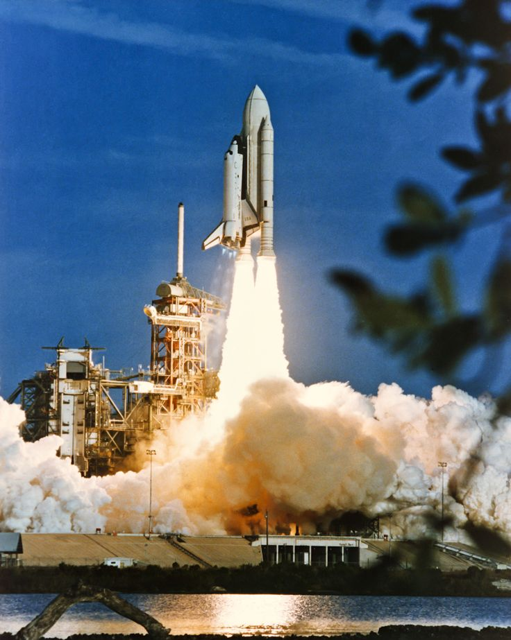 1981 space shuttle columbia | Space Shuttle Columbia (STS-1) launch from Launch Complex 39A, Kennedy ...