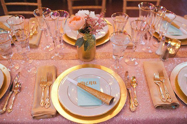 Идеальное сочетание: розовые и золотые оттенки, сервировка стола - The-wedding.ru