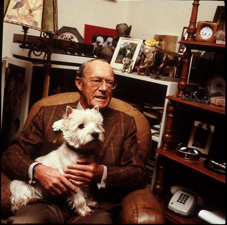 1985 Prins Bernhard geportretteerd in zijn werkkamer op paleis Soestdijk met zijn hond Toto op schoot. ANPBENELUXPRESS