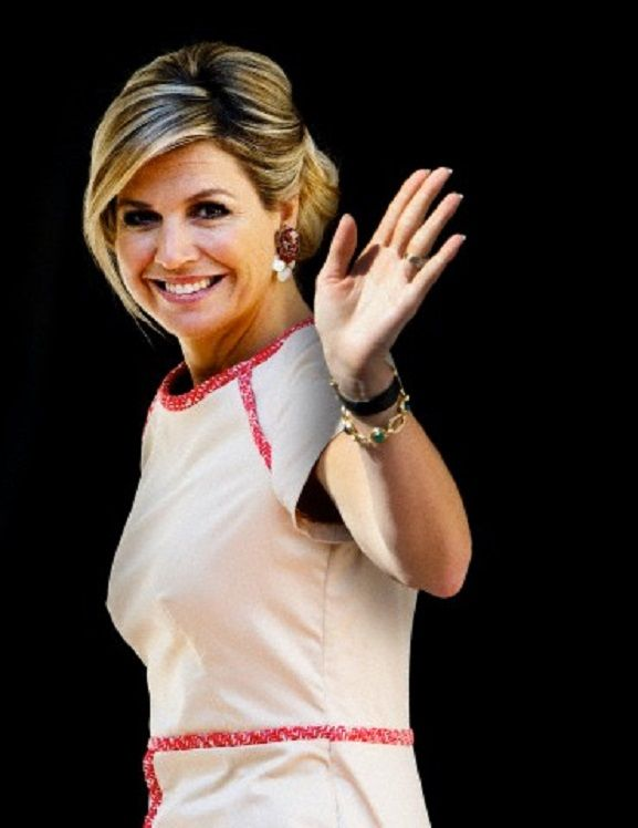 Queen Maxima arrives at Palace Noordeinde in The Hague for the award ceremony of the Appeltjes van Oranje 2014.