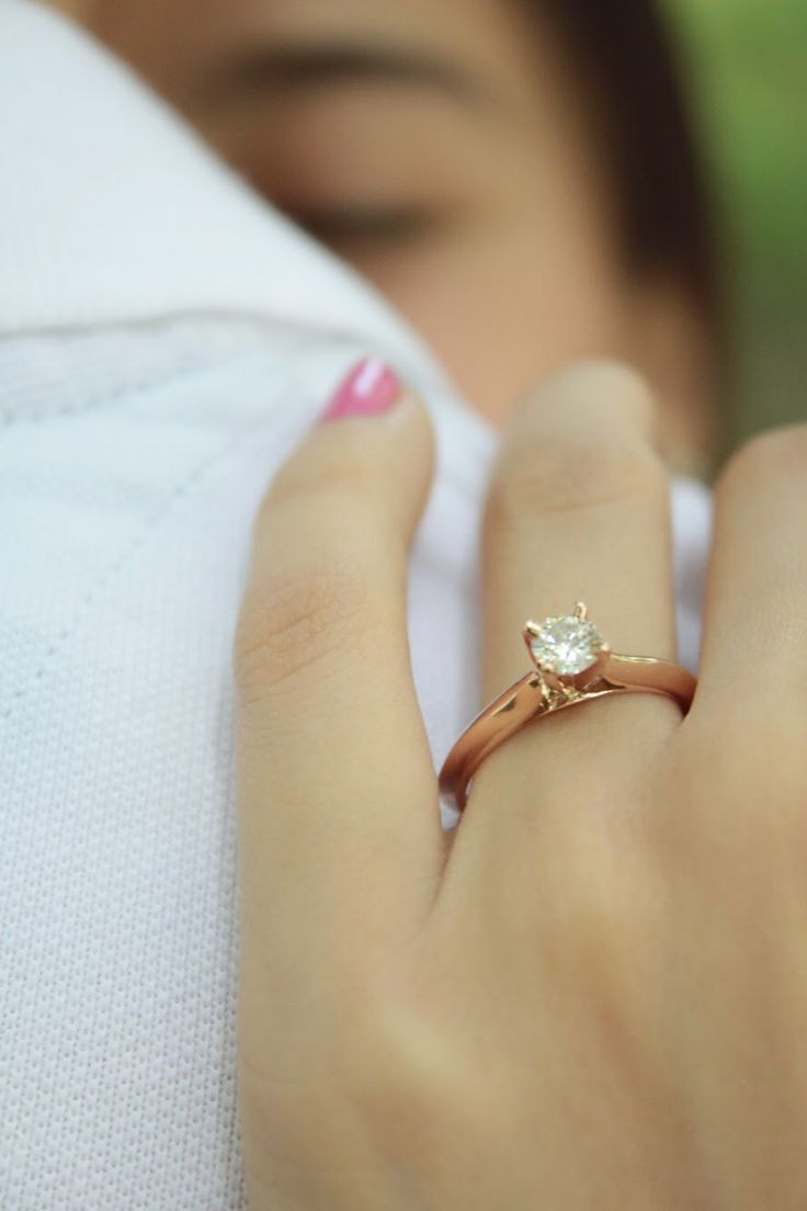 Anillo de compromiso: Modelo Brisbane ♥️ hermoso diseño solitario fabricado en oro rosa. Sencillo y elegante
