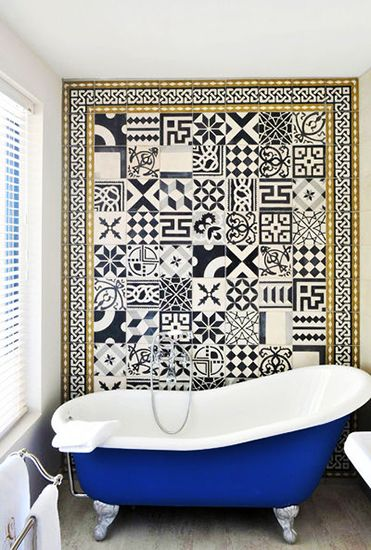mix and match black and white tiles and a blue clawfoot tub in Hotel De Gantes // bathrooms