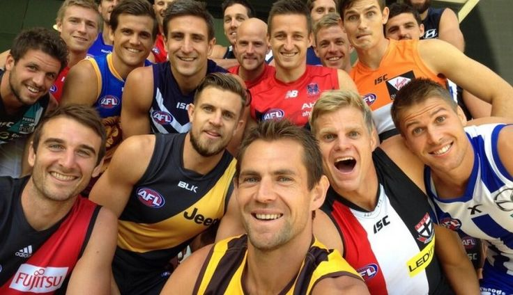 Hodgey takes epic Captains selfie - AFL Players