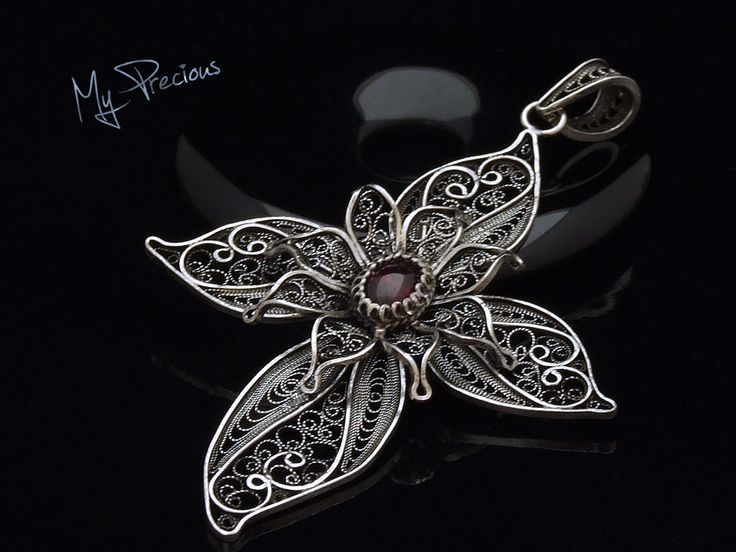 My Precious - Fine silver filigree pendant with Garnet
