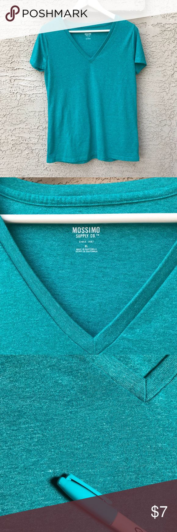 """🆕 Mossimo XL V-Neck T-Shirt Heather Green Teal This green / teal heather Mossimo v-neck t-shirt would make a nice staple casual item. Never worn, but was washed once. No tags. Excellent shape and bright fun color. Measures 40"""" bust and about 28"""" from top seam at shoulder to bottom hem. Small white thread spot on front due to the nature of heather material weave (shown).   ************************ 🧐 Inspect photos ❓Ask questions  👗👗Create bundles 📷 Photo props not included 🌮Thanks for…"""