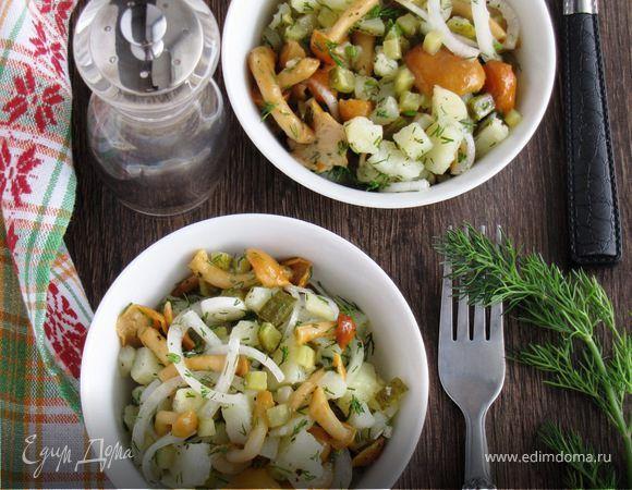 Картофельный салат с грибами и маринованным луком