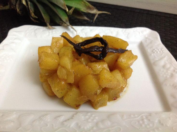 Découvrez les recettes Cooking Chef et partagez vos astuces et idées avec le Club pour profiter de vos avantages. http://www.cooking-chef.fr/espace-recettes/desserts-entremets-gateaux/ananas-roti-a-la-vanille