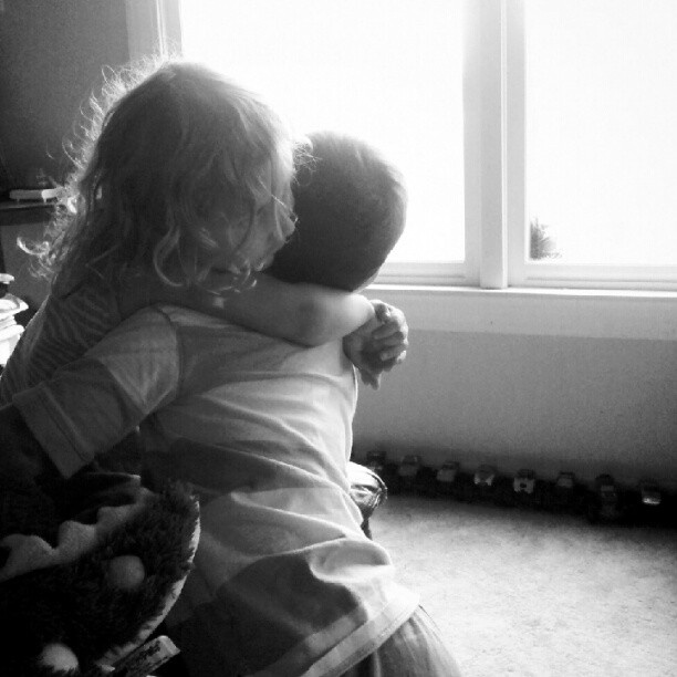 Best friends #momstagram #blackandwhite #kids #candidhamstagram #naturallight - @candidhams- #webstagram