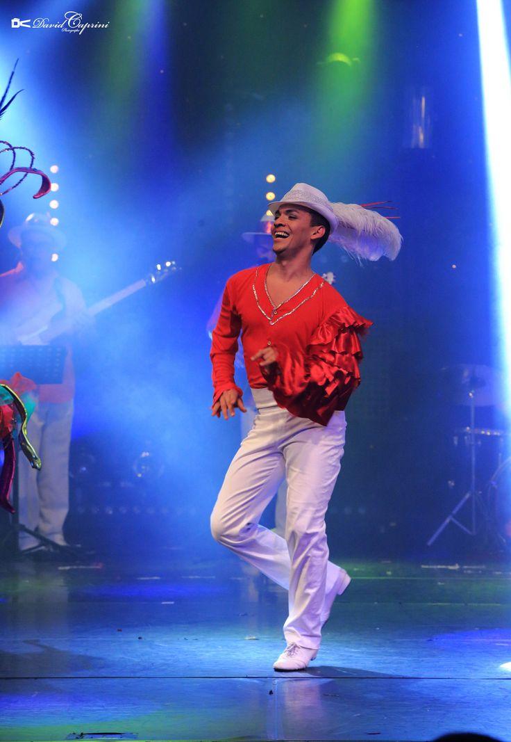 Des danseurs et danseuses magnifiques. PASSION BRASIL Extrait-vidéo du nouveau spectacle de Cabaret Brésilien de la Compagnie CORPS et DANSE