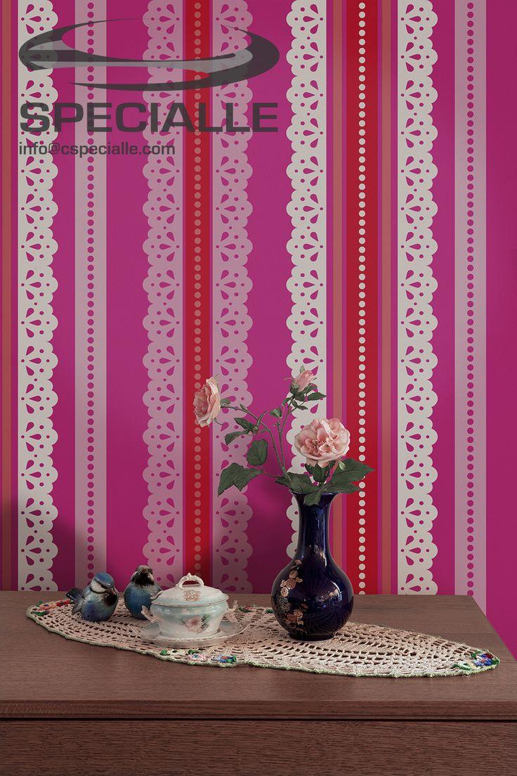 Papel #Tapiz con Diseño de #Rayas de #Encaje, en colores #Fuschia, #Lila, #Rojo y #Blanco. #Arquitectura #Decoracion #Interiorismo #Casa #Hogar #Ideas #InteriorDesign #HomeDecor #Wallpaper #Wallcovering #Architecture #Design #Specialle