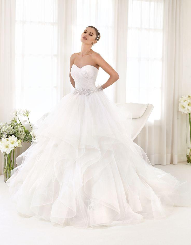 Abito da sposa Delsa, linea Maria Cristina 2016 F2214 Tulle e ricamo Colore: Bianco Seta   #delsa #delsa2016 #mariacristina #biancoseta #tulle #ricamo #weddingdresses #bridaldresses