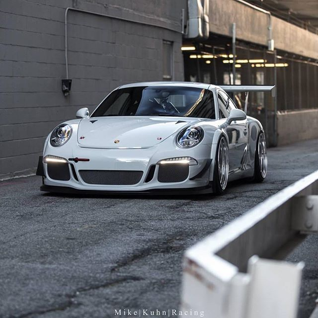 Feature of the day is the Perfect Porsche shot by @mikekuhnracing Owner @astro_b0y #carlifestyle