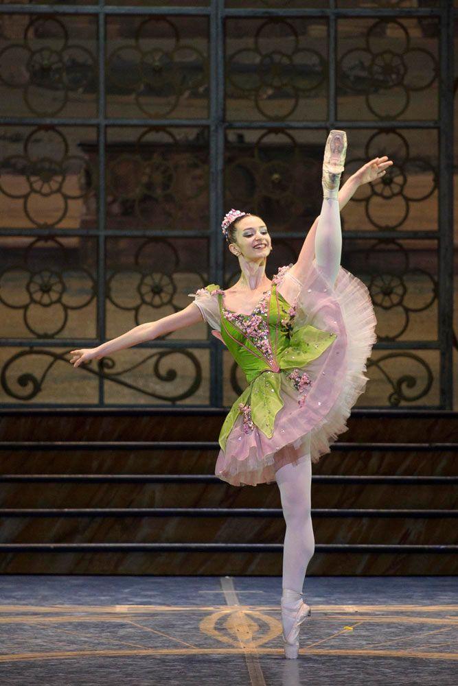 Marianna Suriano as the Lilac Fairy in The Sleeping Beauty. © Francesco Squeglia.