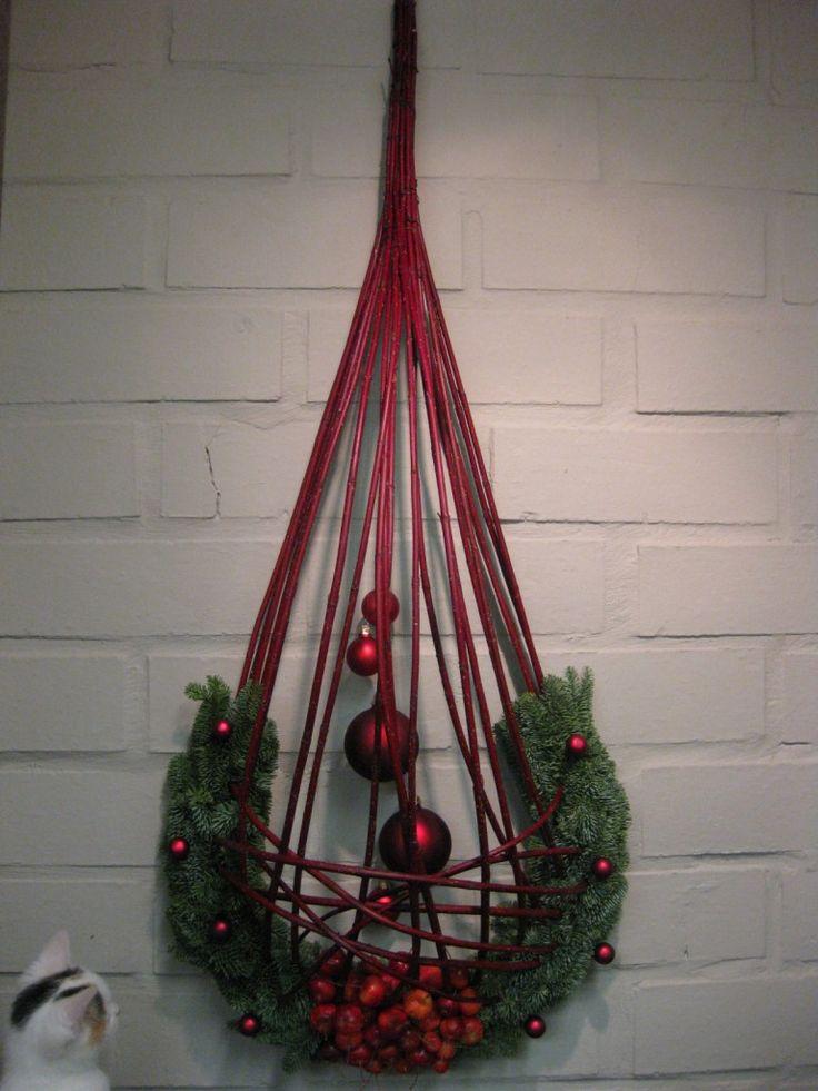 Muurdecoratie met rode Cornus - les december