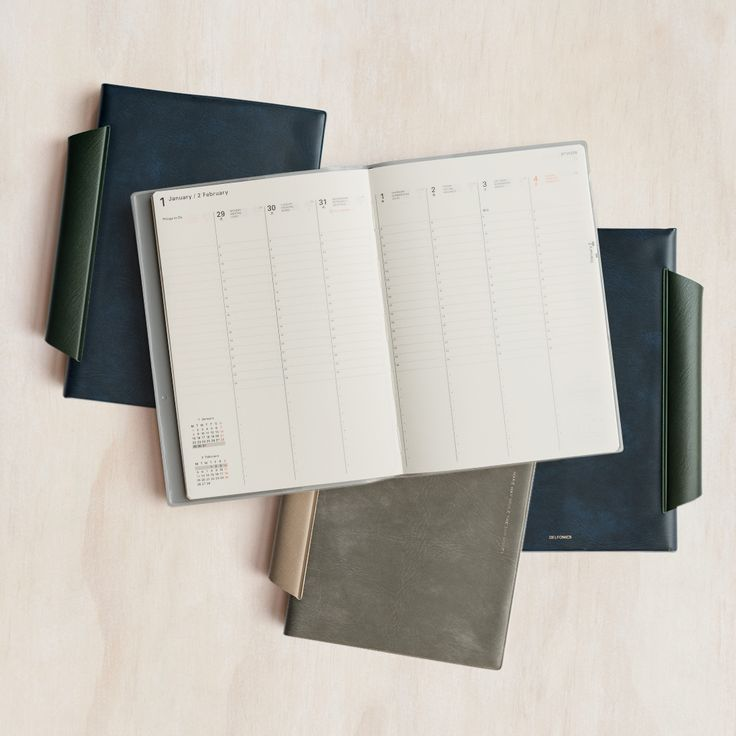 Delfonics 2018 15-month diaries have arrived and are better than ever to make your year ahead the best yet! Difficult to find outside of Japan, these diaries are beautiful, refined and their attention to detail is paramount.