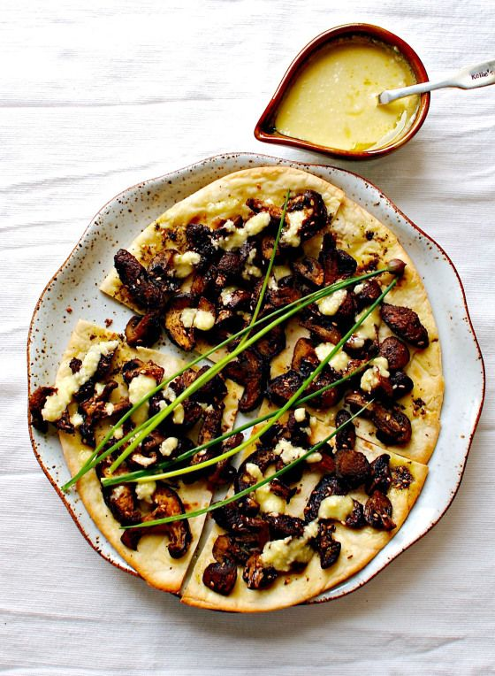 roasted mushroom flatbread pizza with lemony garlic sauce (vegan)