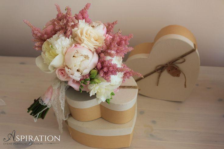 Buchet de mireasa in culori pastel Pastel wedding bouquet Bujori pastel Aspiration Events
