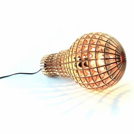 SuckUK, Wooden bulp lampe set på designfund.dk 899 kr.