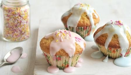 Fairy cakes - This easy recipe is perfect when you get a call from a friend that is coming by for a tea. In more or less 60 minutes you have them ready to serve. Simple and pretty. Everyone loves them.