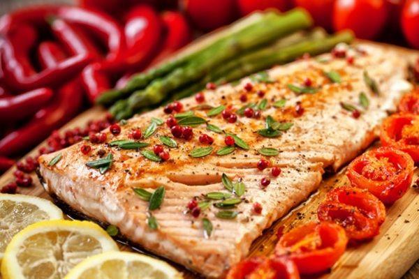 Salmone con pomodorini e timo, la ricetta light