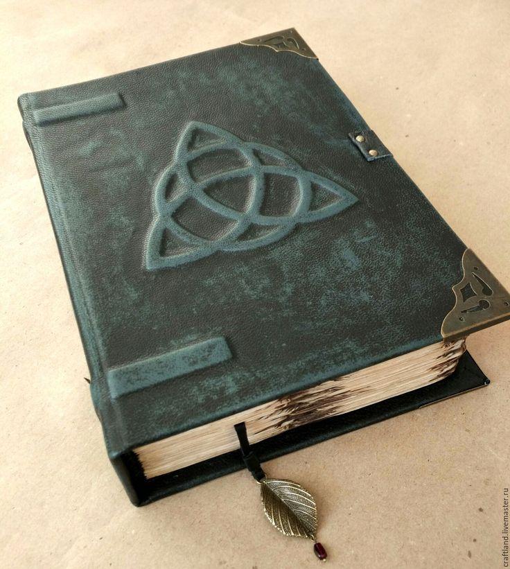 """Купить Кожаная книга теней """"Трикветр"""" - черный, винтажный стиль, трикветр, трилистник, книга теней"""