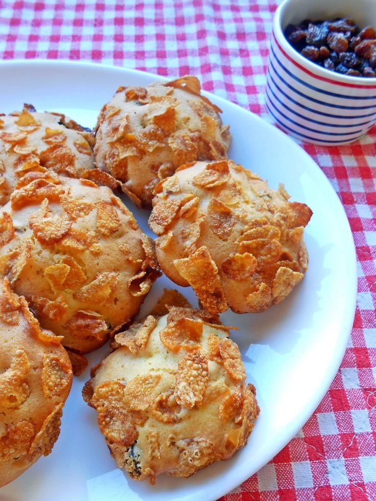 Le rose del deserto sono dei biscotti con uvetta e mandorle ricoperti da cornflakes: io ho utilizzato i pinoli al posto delle mandorle,