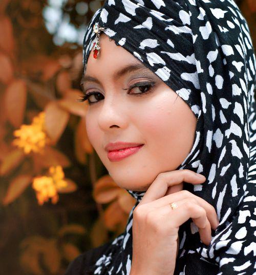 The beautiful hijab girl aadila at tel aviv