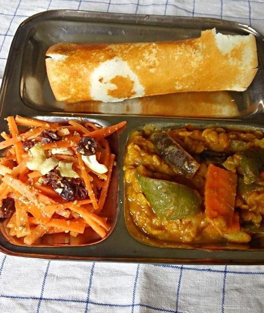 スパイスと野菜、豆だけで作る南インド料理にハマりそうです。 ドーサという豆と米の粉を焼いたクレープ的なものはもちっとしていて美味しいよ。 カレーはサンバル。 - 11件のもぐもぐ - 南インド料理 始めました by ヤマモトショウコ