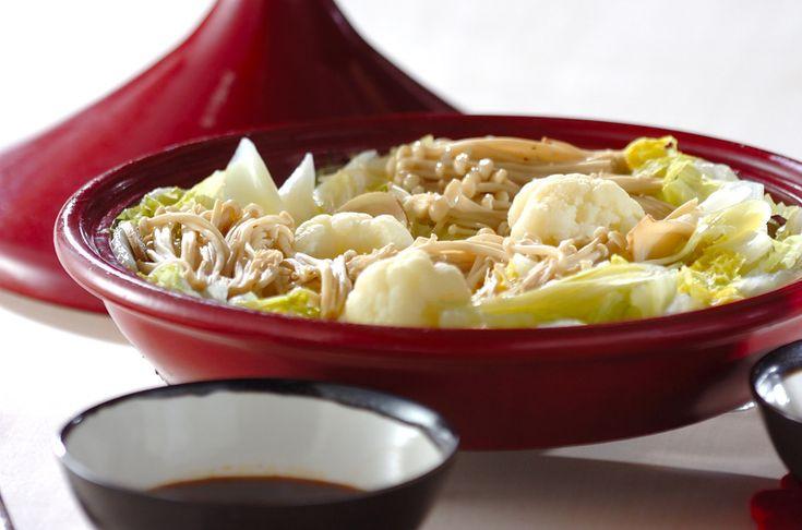 タジン鍋をお持ちの方はぜひお試しを!ゆでるのとはまたひと味違って、ギュッと旨味が濃縮した味が楽しめます!カリフラワーは特に柔らかくて絶品!簡単ダイエット鍋/中島 和代のレシピ。[和食/鍋もの]2010.11.07公開のレシピです。