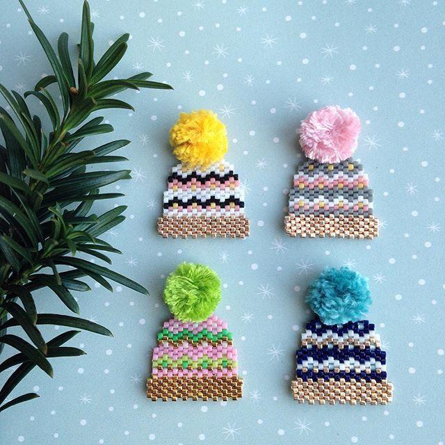 Diy Rosemoustache perles miyuki Déclinaison multicolore... c'est le moment de porter un bonnet ❄️! Rosemoustache perles miyuki jenfiledesperlesetjassume pompon maison molliemakes