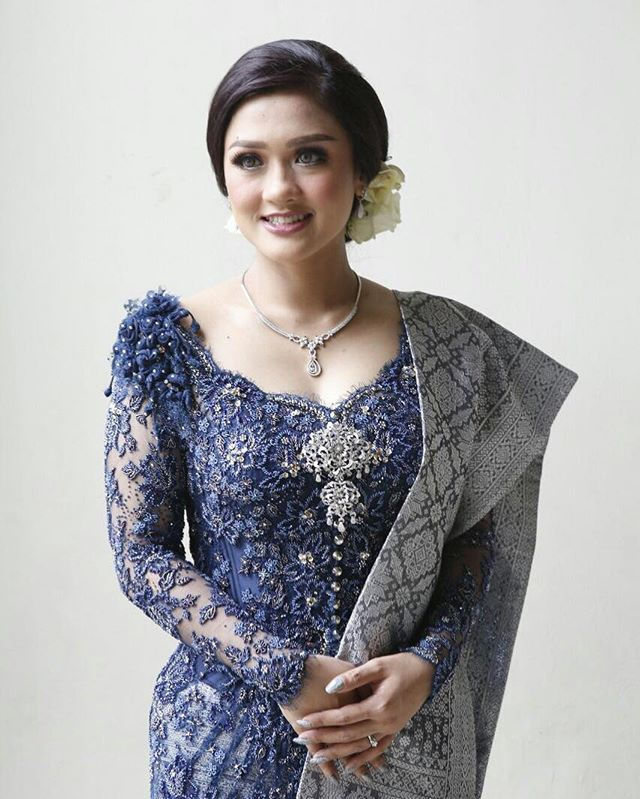 Rekomendasi Model Kebaya Simple Modern Untuk Pesta Fashionoid Net