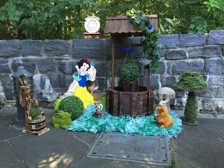 Snow White birthday party decorations! See more party ideas at CatchMyParty.com!
