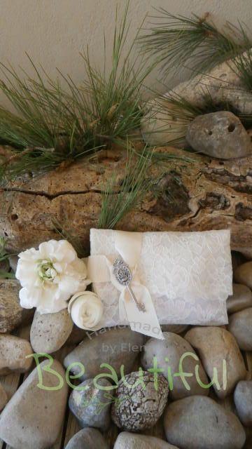 Μπομπονιέρα vintage. Μπομπονιέρα Γάμου φάκελος, λευκός δαντέλα με γκρό εκρού κορδέλα και κλειδί vintage χειροποίητο. | Μπομπονιέρες - γάμου, Μπομπονιέρες - βάπτισης