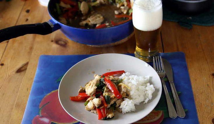 En mycket god thairätt med en aning hetta och smak av ingefära. Det står att receptet är till 2 personer men då är man riktigt hungrig och bra på att äta. Räcker snarare till 3 och kanske till 4 om du gör mycket ris eller nudlar till.