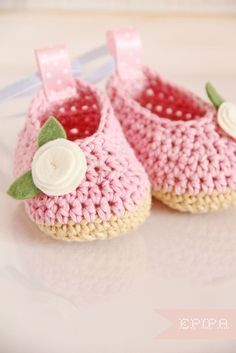 Darling little crochet ballet shoes for baby - Privatsachen by epipa: kleine Ballerina(wrap rick rack around and around for the roses)